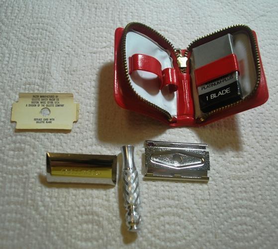 Name:  Gillette Travel Razor Red Case S1 1972 (3).jpg Views: 508 Size:  44.9 KB